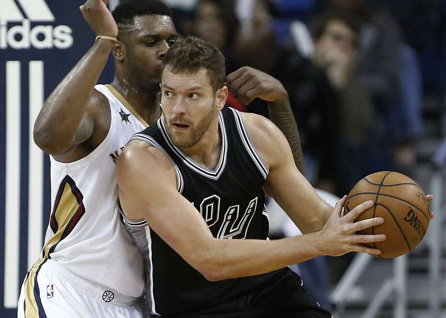 Spurs forward David Lee (10) keeps the ball away form New Orleans Pelicans forward Terrence Jones during the second half in New Orleans, Friday, Jan. 27, 2017. Photo: Tyler Kaufman /Associated Press / FR 170517AP