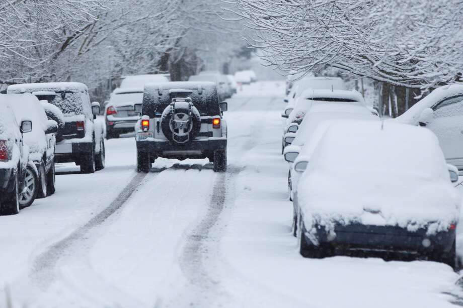 A Jeep heads north on First Avenue West in Seattle's Queen Anne neighborhood on Monday, Feb. 6, 2017. Photo: GRANT HINDSLEY / SEATTLEPI.COM