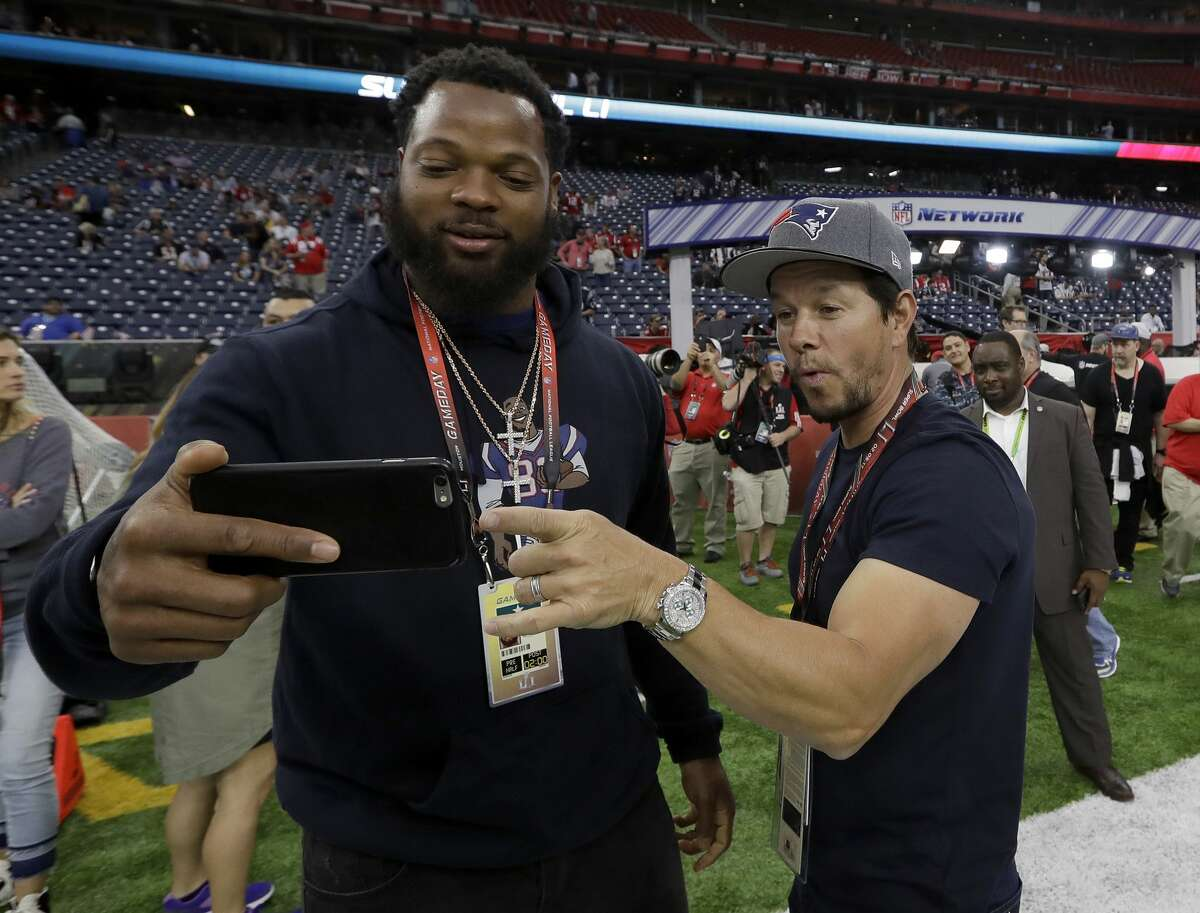 Will Mark Wahlberg attend the game and leave early?* Yes - 11 to 2 No - 1 to 10 *Must leave the stadium with less than four minutes left in the game for yes to be graded the winner.