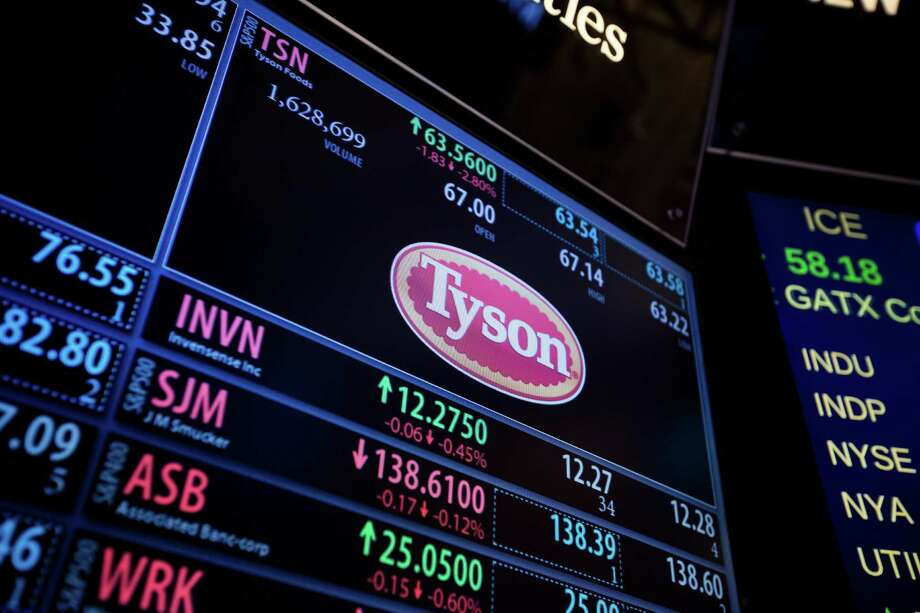 Tyson Foods Inc., the country's largest chicken producer, said the SEC sent it a subpoena as part of its investigation into allegations of collusion in the chicken industry. Photo: Michael Nagle /Bloomberg News / © 2017 Bloomberg Finance LP