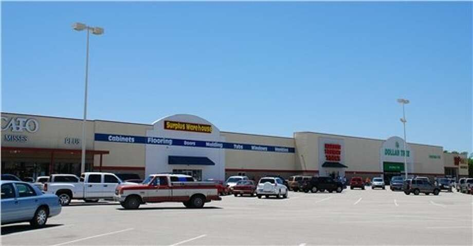 Pasadena Park Shopping Center, a 163,992-square foot center anchored by Big Lots and Dollar Tree at 6802 Spencer Highway, has changed hands. Jerry Goldstein of Marcus & Millichap handled the sale. Photo: Marcus & Millichap