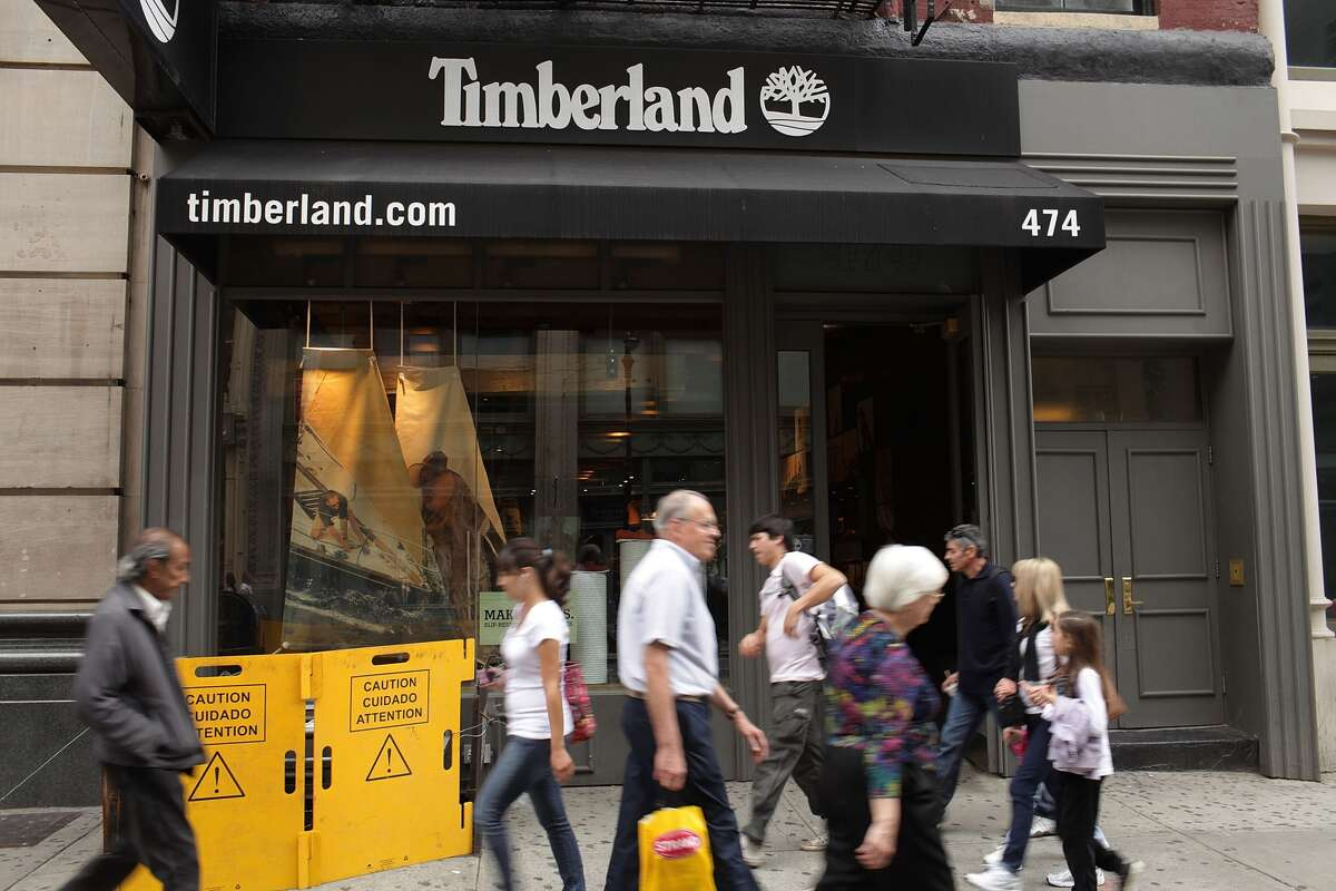 Timberland  Overall benefits rating: 3.7/5 Cool perk: Employees are encouraged to take off up to 40 hours of work per year to volunteer.