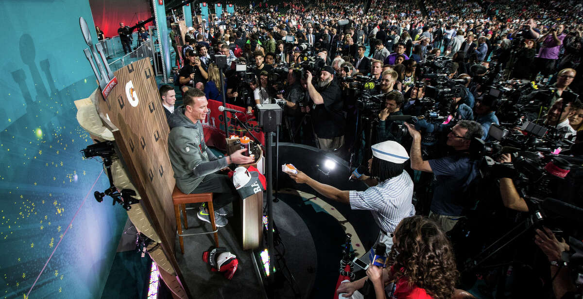 PHOTOS: The wackiest moments from previous Super Bowl Media Days Atlanta Falcons quarterback Matt Ryan, left, is handed a hamburger by Kel Mitchell, as he revives his role from Nickelodeon's Good Burger, during Super Bowl LI Opening Night at Minute Maid Park on Monday, Jan. 30, 2017, in Houston. Browse through the photos above to revisit some of the craziest moments from previous Super Bowl Media Days ...