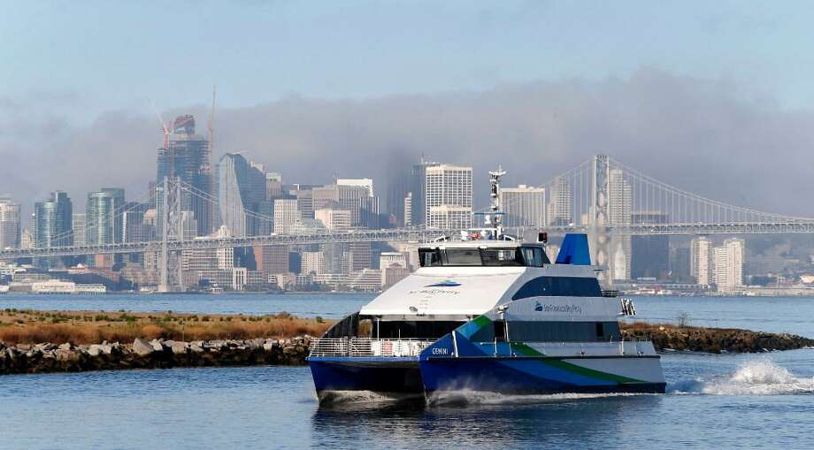 A San Francisco Bay Ferry approaches the Port of Oakland in Oakland, Calif. on Wednesday, Sept. 28, 2016. Photo: Paul Chinn / The Chronicle / /