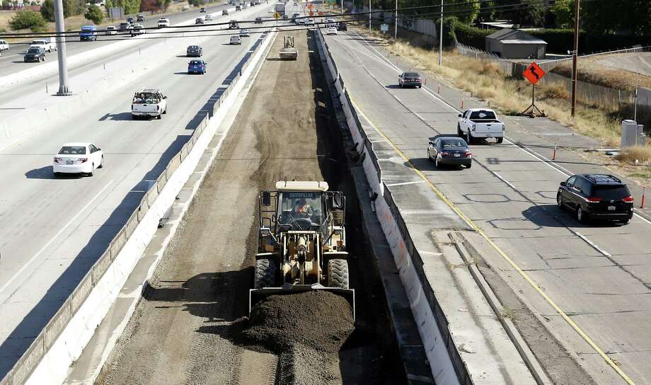 Two of President Donald Trump's economic advisers recommend paying for revitalizing the nation's infrastructure by allocating $137 billion in tax credits for private investors who underwrite such projects. But their transportation financing scheme hasn't been tried before and comes with significant risks. Photo: Associated Press /File Photo / FILE