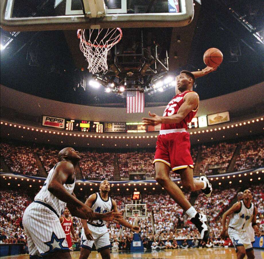 Houston Rockets forward Robert Horry (25) flies to the basket over Orlando Magic's Shaquille O'Neal, left, Dennis Scott, center, and Anfernee Hardaway, right, in Game 2 of the NBA Finals Friday, June 9, 1995, in Orlando, Fla. (AP Photo/St. Petersburg Times,Victor Junco) Photo: VICTOR JUNCO, Associated Press / ST. PETERSBURG TIMES