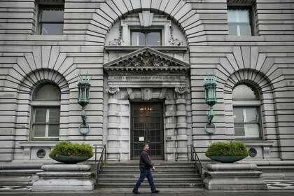 Glassdoor must reveal reviewers' identities in fraud case