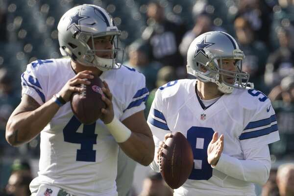 PHILADELPHIA, PA - JANUARY 1: Dak Prescott #4 and Tony Romo #9 of the Dallas Cowboys warm up prior to the game against the Philadelphia Eagles at Lincoln Financial Field on January 1, 2017 in Philadelphia, Pennsylvania. The Eagles defeated the Cowboys 27-13. (Photo by Mitchell Leff/Getty Images)