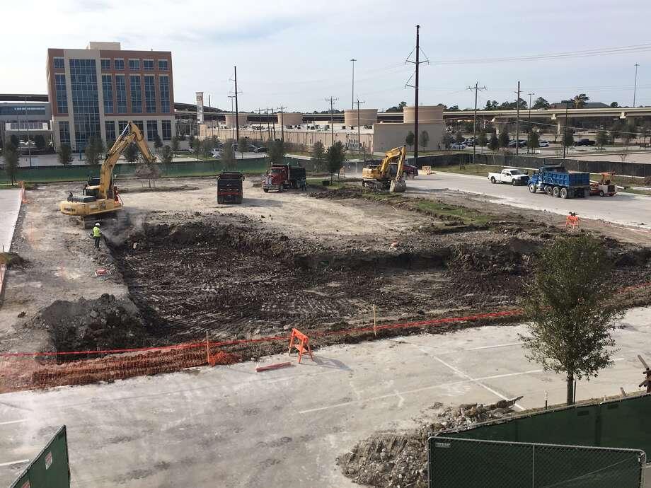 Houston Methodist breaks ground on second building, parking