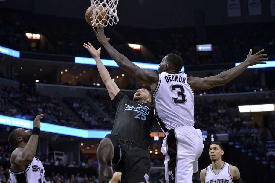 Grizzlies forward Chandler Parsons (25) shoots against Spurs center Dewayne Dedmon in the first half on Feb. 6, 2017, in Memphis, Tenn. Photo: Brandon Dill /Associated Press / FR171250 AP