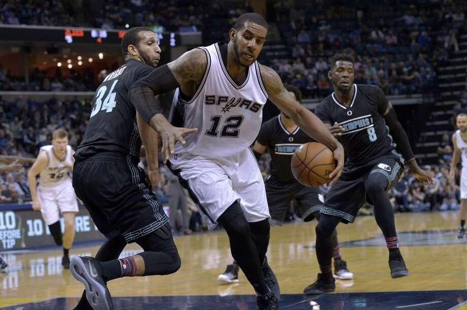 Spurs forward LaMarcus Aldridge (12) drives between Grizzlies forwards Brandan Wright (34) and James Ennis (8) in the second half on Feb. 6, 2017, in Memphis, Tenn. Photo: Brandon Dill /Associated Press / FR171250 AP