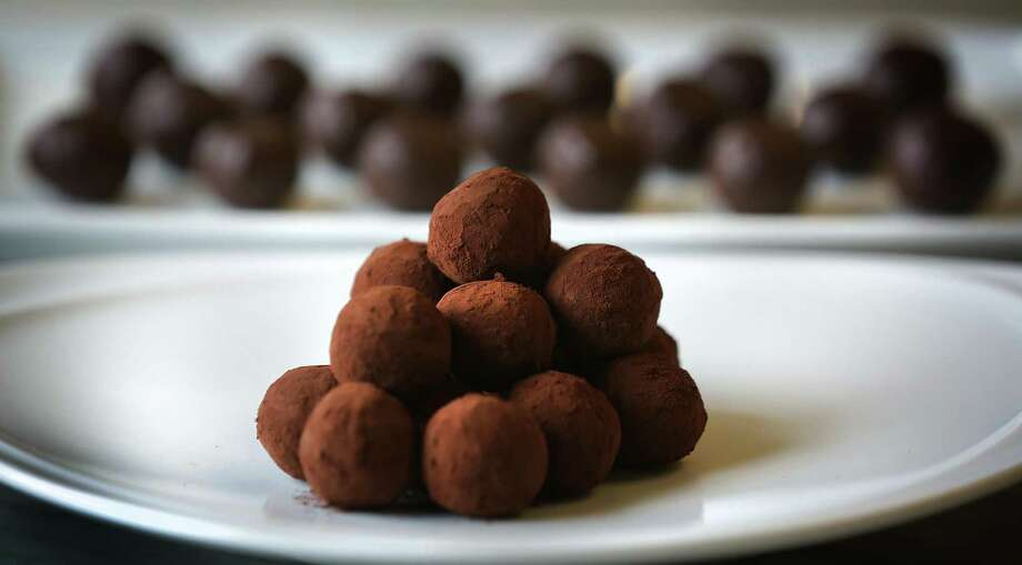 How to make chocolate truffles: A step-by-step guide, with chef Alain Dubernard, head of the baking and pastry department at the Culinary Institute of America-San Antonio. Photo: Bob Owen /San Antonio Express-News / ©2017 San Antonio Express-News