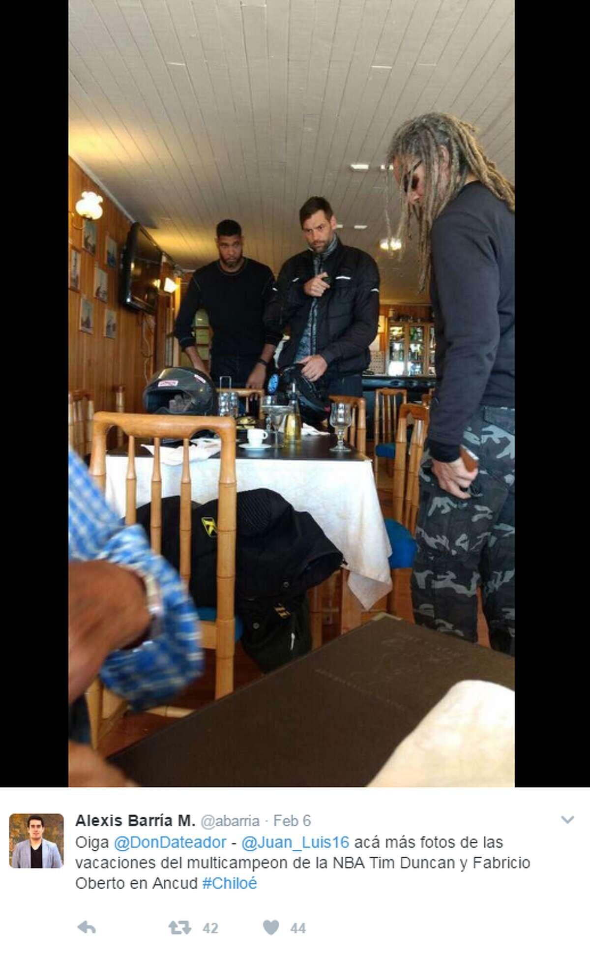 @abarria: Oiga @DonDateador - @Juan_Luis16 acá más fotos de las vacaciones del multicampeon de la NBA Tim Duncan y Fabricio Oberto en Ancud #Chiloé