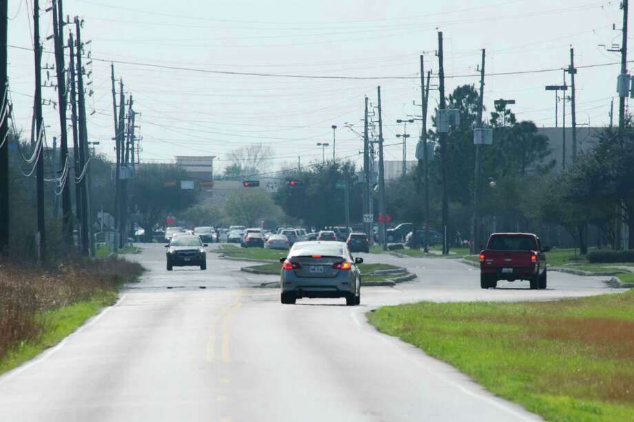 Here's where Smith Ranch Road switches to two lanes from four heading south in Pearland toward FM 518. A Feb. 1 open house will cover a project that would four-lane the road north to Hughes Ranch Road. Photo: Kirk Sides / © 2016 Kirk Sides / Houston Community Newspapers