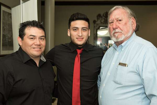 Joe Castillo, Joseph Liendo y Walter Herbeck en el Laredo Country Club.