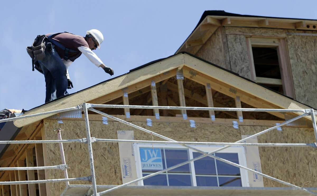 RooferMedian annual wages: $39,970 Projected job growth, 2016-2026: +11.1% Total employment: 128,680 Rank: 23