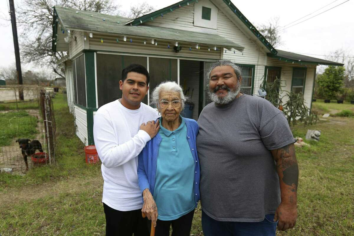 Crisanta Torres (center) worked odd jobs to support her family in the 1940s.