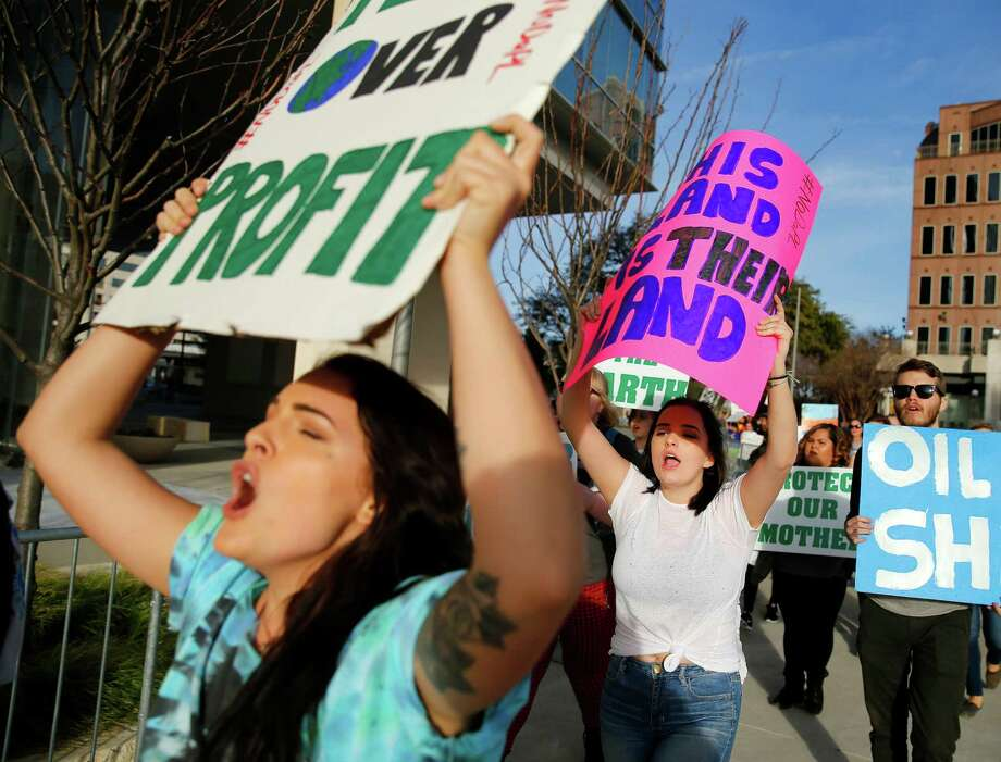 Demonstrators march in Dallas this week outside pipeline developer Energy Transfer Partners' headquarters, protesting the Dakota Access Pipeline. Photo: Tom Fox, MBR / The Dallas Morning News