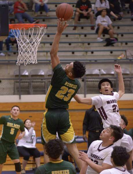 Marco Anthony (23) of Holmes shoots a successful layup against Marshall during District 28-6A boys basketball action on Wednesday, Feb. 8, 2017. Photo: Billy Calzada, Staff / San Antonio Express-News / San Antonio Express-News