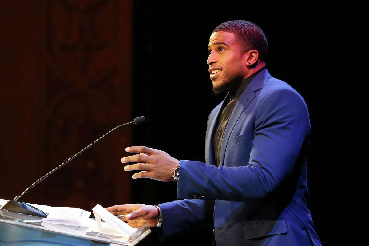 Seahawks linebacker Bobby Wagner accepts the 2016 Male Sports Star of the Year Award during the MTRWestern 82nd Annual Sports Star of the Year Awards, Feb. 8, 2017, at the Paramount Theater.