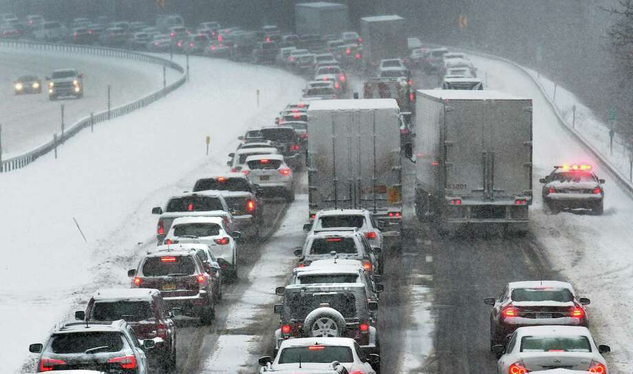 Southbound traffic on I87 creeps along as a nor'easter hits the Capital Region Thursday Feb. 9, 2017 in Clifton Park, NY. (John Carl D'Annibale / Times Union) Photo: John Carl D'Annibale / 20039654A