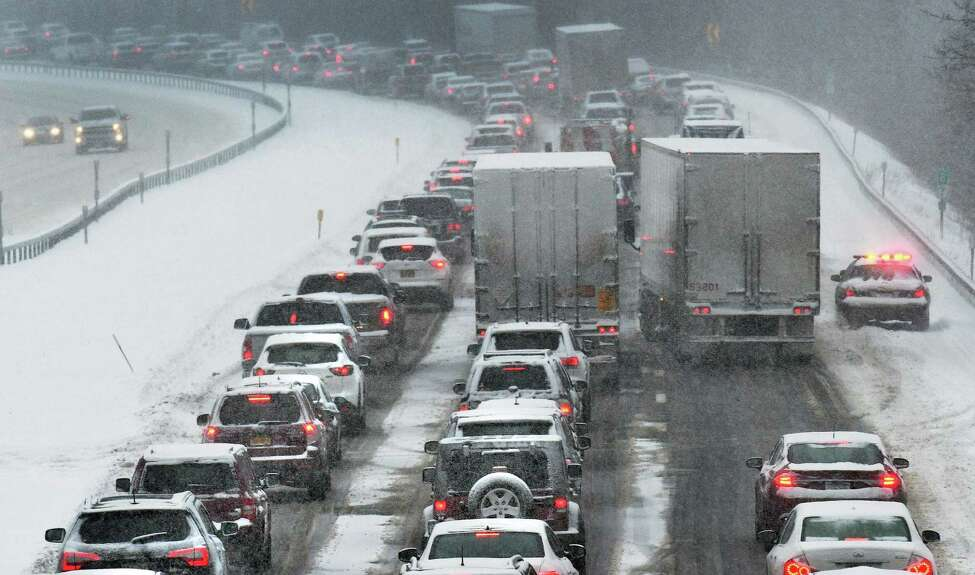 Southbound traffic on I87 creeps along as a nor'easter hits the Capital Region Thursday Feb. 9, 2017 in Clifton Park, NY. (John Carl D'Annibale / Times Union)