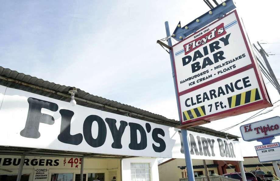 Floyd's Dairy Bar on Goliad Road is a South Side institution since 1961. Photo: Tom Reel /San Antonio Express-News / 2017 SAN ANTONIO EXPRESS-NEWS