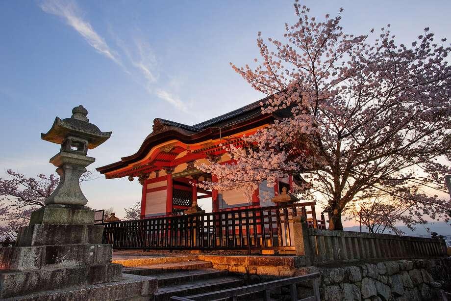 The entrance door of Kiyomizu Dera Temple during the cherry blossom season. Photo: Luca Vaime, Alamy Stock Photo