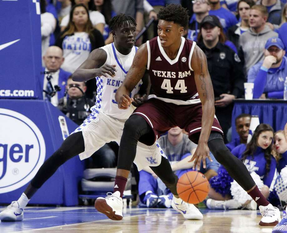 Texas A&M's Robert Williams (44) drives while being defended by Kentucky's Wenyen Gabriel during the first half on Jan. 3, 2017, in Lexington, Ky. Photo: James Crisp /Associated Press / FR6426 AP