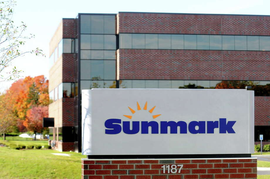 CINDY SCHULTZ/TIMES UNION -- Sunmark Federal Credit Union on Wednesday, Oct. 15, 2008, in Latham, N.Y. (WITH CHURCHILL STORY) Photo: CINDY SCHULTZ, ALBANY TIMES UNION / 00000778A