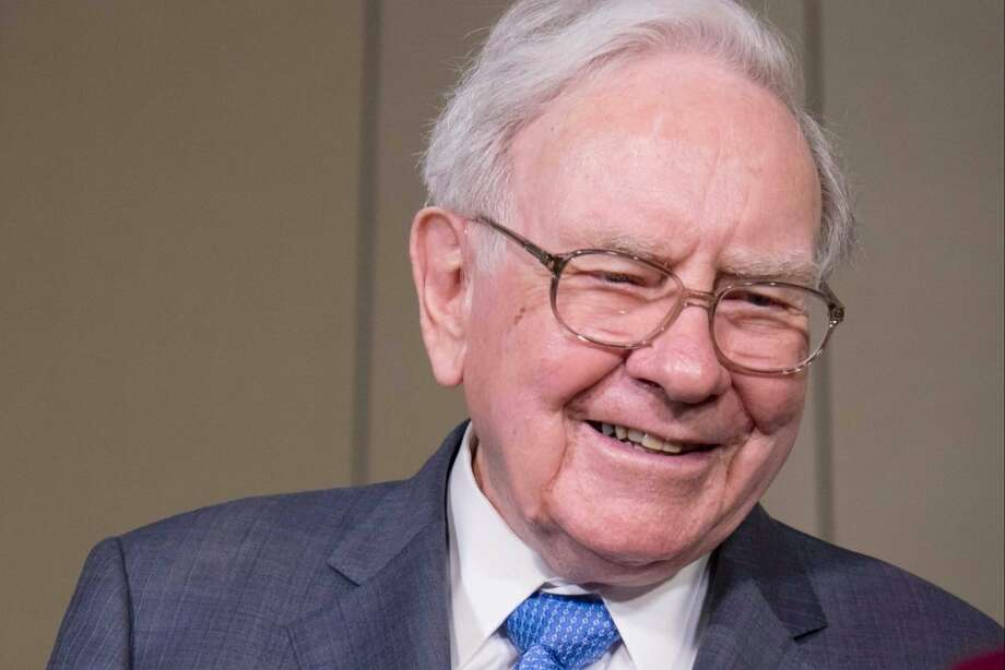 Warren Buffett Photo: Kent Sievers | Shutterstock.com
