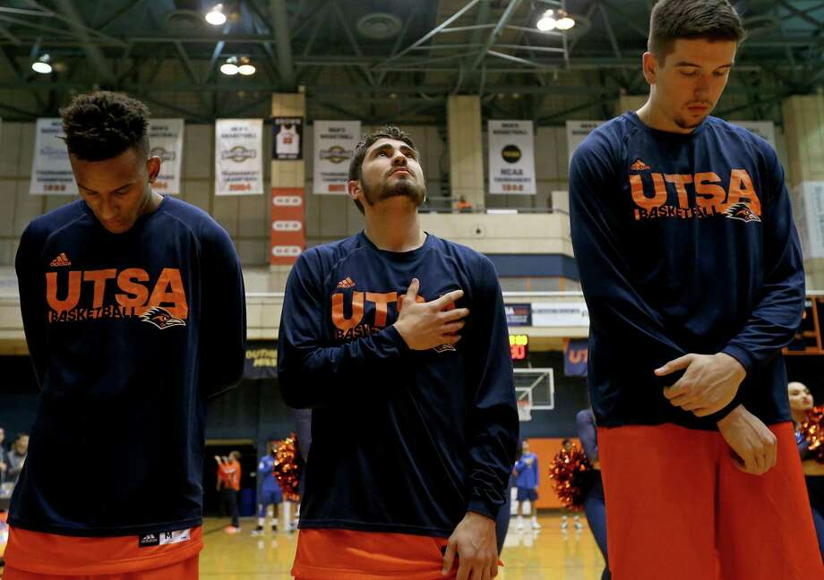 UTSA walk-on Kyle Massie (center), an O'Connor High School grad, wants to enlist in the U.S. Navy and join the Navy SEALs. Photo: Edward A. Ornelas /San Antonio Express-News / © 2017 San Antonio Express-News