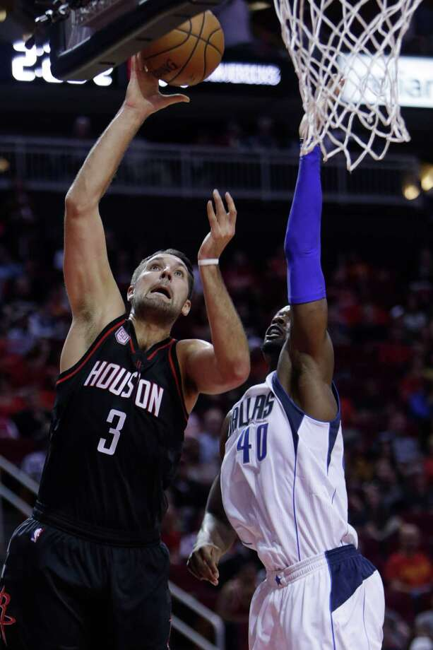The Rockets' ball-movement offense benefits forward Ryan Anderson to the tune of 13.7 points per game. Photo: Mark Mulligan, Staff / © 2016 Houston Chronicle