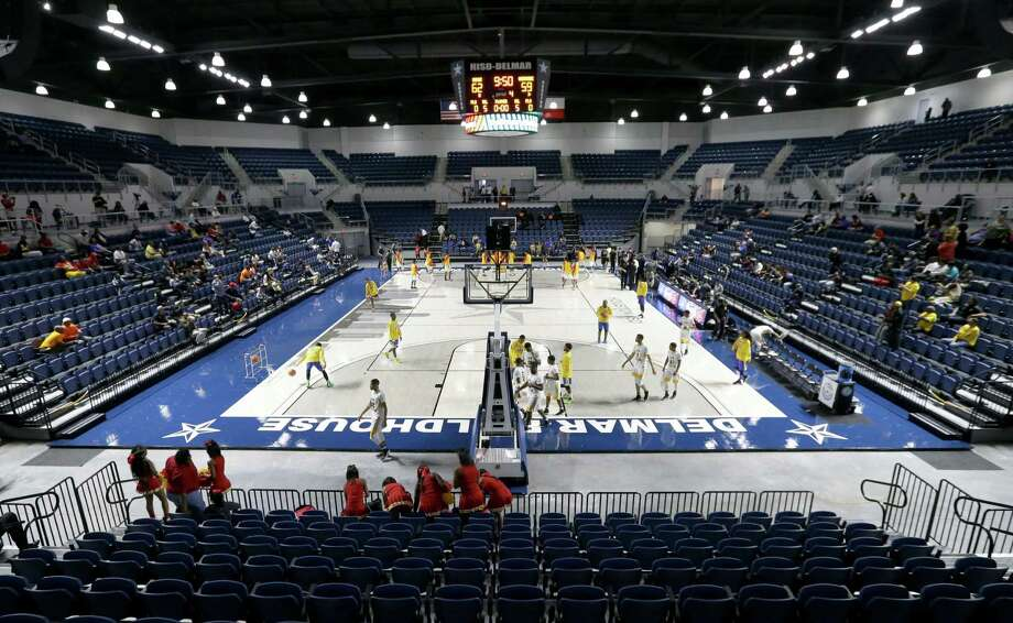 Delmar Fieldhouse, HISD's new $35.3 million arena, gives the district a facility comparable to the best in the Houston area.  Photo: Melissa Phillip, Staff / © 2017 Houston Chronicle