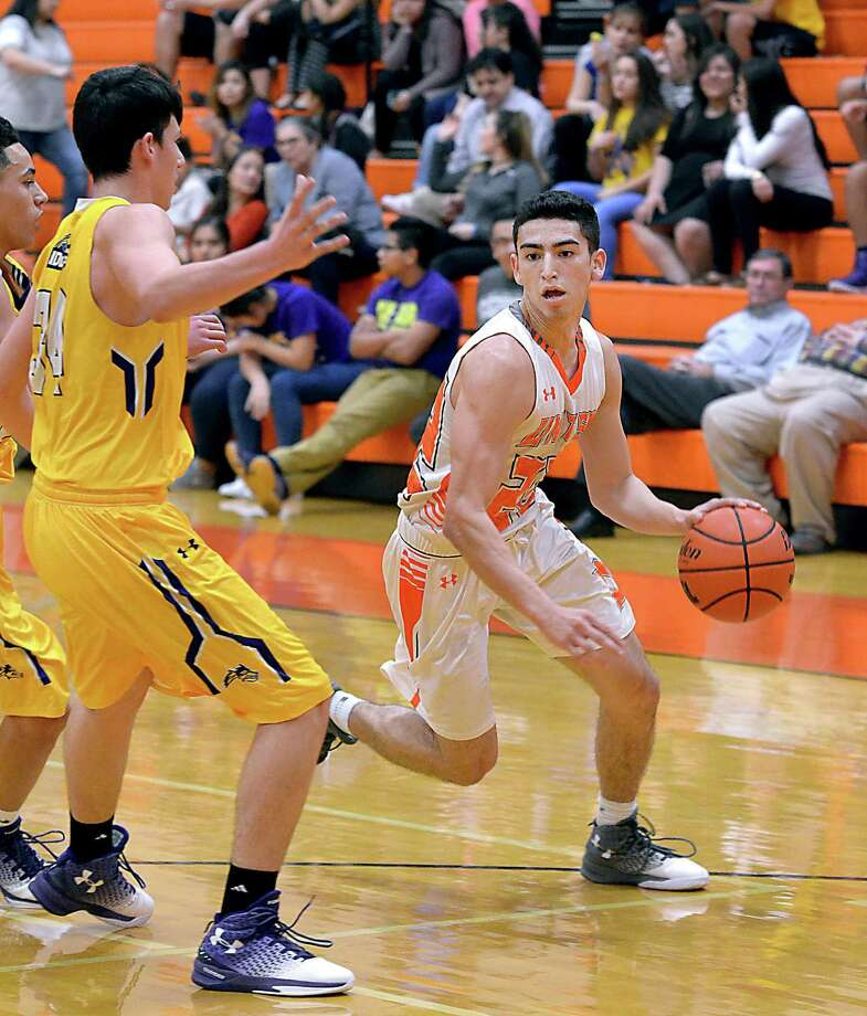 Ivan Chapa had four of United's 18 steals Friday in an 80-51 win over LBJ. He also had 11 points, five rebounds and four assists as the Longhorns locked up a share of the district title. Photo: Cuate Santos /Laredo Morning Times / Laredo Morning Times