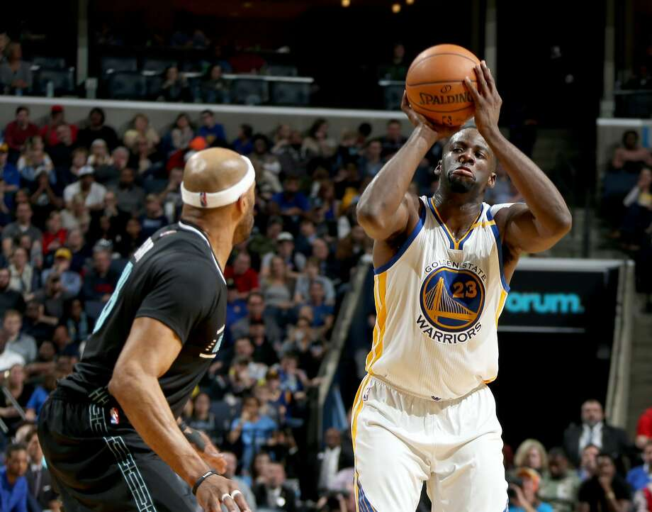 Golden State Warriors Draymond Green, right, shoots defended by Memphis Grizzlies Vince Carter at FedExForum. (Nikki Boertman/The Commercial Appeal) Photo: Nikki Boertman, The Commercial Appeal