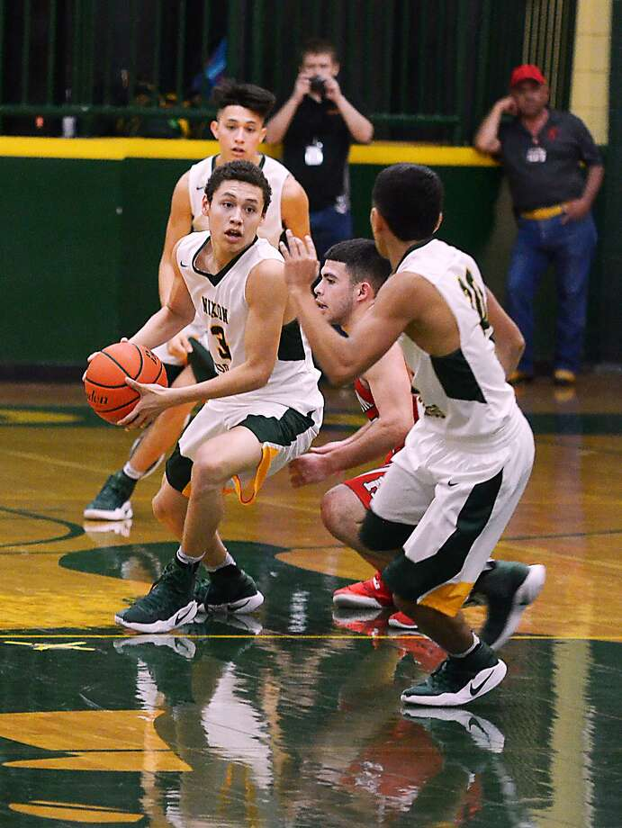 Nixon's AJ Melendez handles the ball in a crowd as the Mustangs topped Roma 79-67 on Friday night, clinching the No. 2 seed in District 31-5A. Photo: Cuate Santos /Laredo Morning Times / Laredo Morning Times