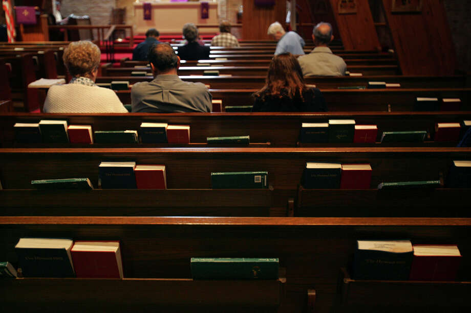 As memberships dwindle, churches struggle with the charitables services they traditionally have provided. Photo: JERRY LARA, STAFF / SAN ANTONIO EXPRESS-NEWS