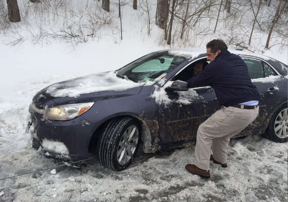 Gov. Andrew Cuomo helps a stranded driver on Thursday, Feb. 9, 2017, along the Sprain Brook Parkway in Westchester County. (Contributed photo)