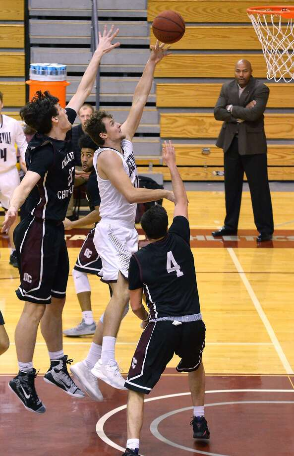 Dan Milota had a career night in Friday's win at West Coast Baptist and led TAMIU in assists and rebounds Saturday in a 77-59 loss at Division I Long Beach State. Photo: Cuate Santos /Laredo Morning Times File / Laredo Morning Times
