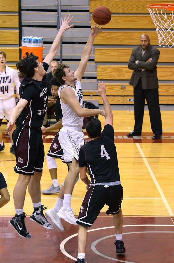 Dan Milota finished with 13 points as TAMIU won 83-79 on Saturday. The Dustdevils are now in second place in the Heartland Conference and are a game back of first with three league games to play. Photo: Cuate Santos /Laredo Morning Times / Laredo Morning Times
