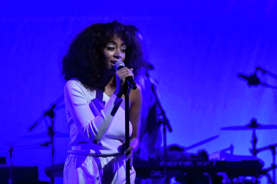 WASHINGTON, DC - JANUARY 19:  Singer Solange Knowles performs onstage at the Busboys and Poets' Peace Ball: Voices of Hope and Resistance at National Museum Of African American History & Culture on January 19, 2017 in Washington, DC. Photo: Mike Coppola, Getty Images For Busboys And Poets / 2017 Getty Images