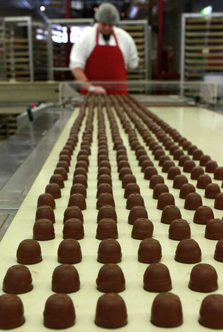 Cocoa price declines are translating into cheaper confections. Photo: Toby Talbot, STF / ONLINE_CHECK