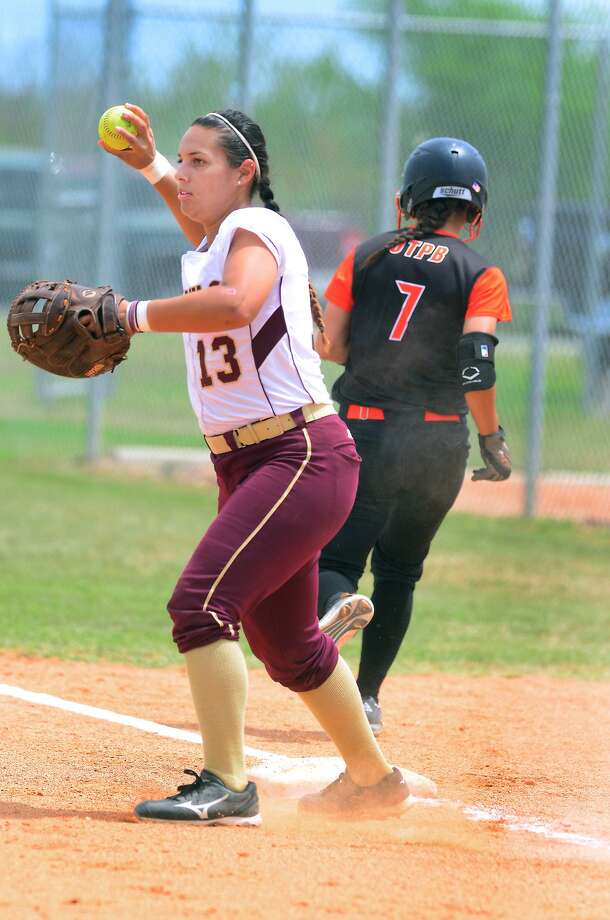 TAMIU's Brandi Giles logged two hits in a game against Angelo State on Sunday. The Dustdevils fell 13-0 and dropped a game early in the day to Emporia State 4-0. Photo: Cuate Santos / Laredo Morning Times File / LAREDO MORNING TIMES