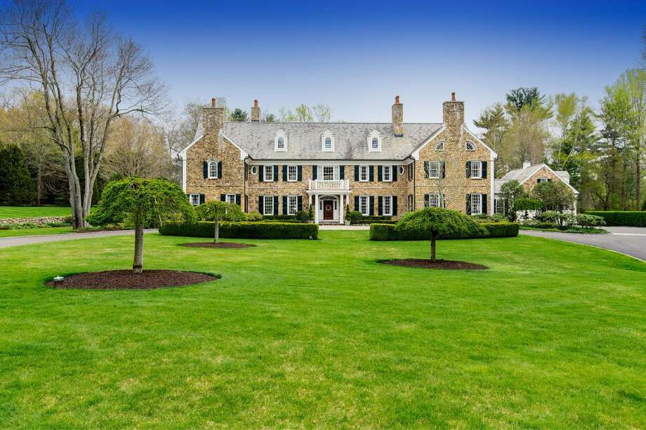 General Electric CEO Jeff Immelt and spouse Andrea have cut the listed price on their property at 705 West Road in New Canaan to $4.7 million with the 2017 spring selling season in the offing. Photo: Contributed / Contributed Photo / Stamford Advocate  contributed