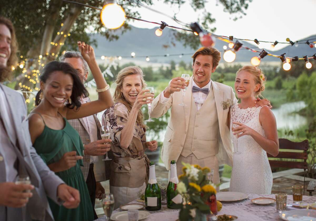 Spend per guest: In Houston, brides and grooms spend an average of $269 per guest, and an average of 158 guests. Nationally, couples spend an average of $245 per guest, with 141 guests in attendance.