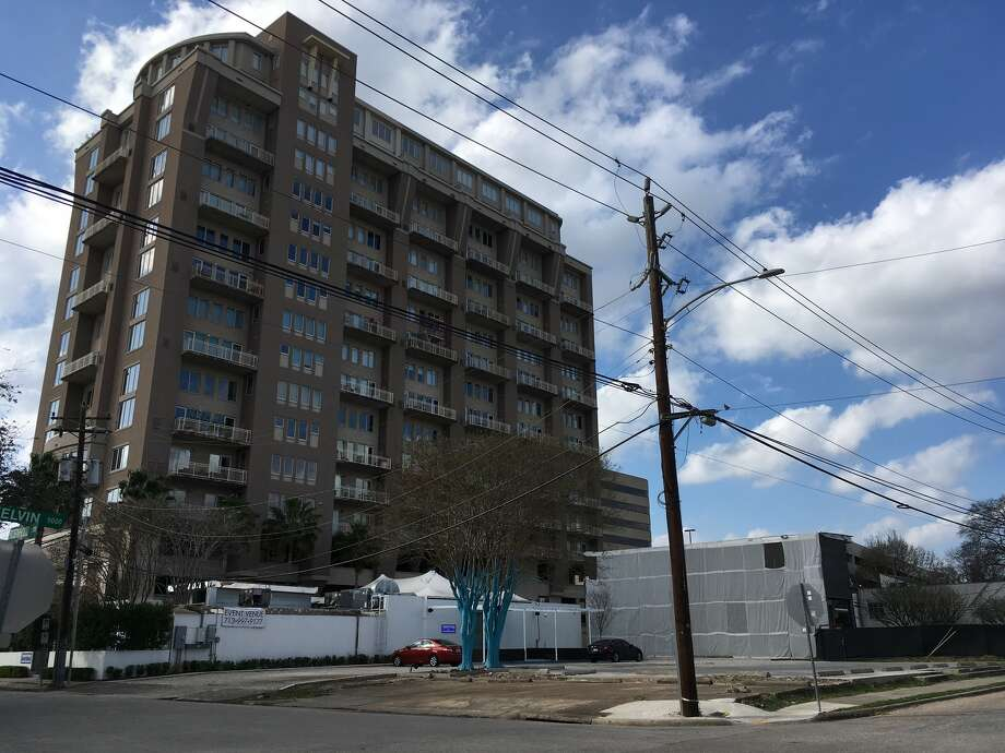 Bridgewood Property Co. has purchased a 1-acre property northwest corner of Kelvin and Robinhood for a 17-story apartment high-rise called The Village of Southampton. It is next to The Robinhood, a 17-story condo tower. Photo: Katherine Feser, Houston Chronicle