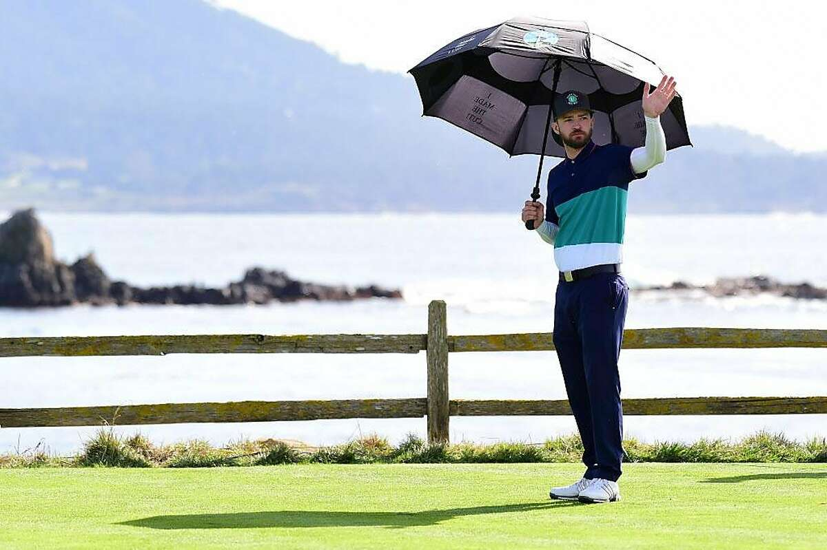 PEBBLE BEACH, CA - FEBRUARY 12: Justin Timberlake waves to the crowd on the 18th green during the Final Round of the AT&T Pebble Beach Pro-Am at Pebble Beach Golf Links on February 12, 2017 in Pebble Beach, California. (Photo by Harry How/Getty Images)