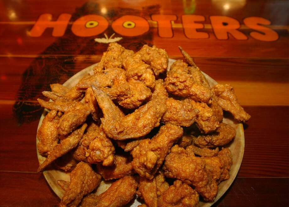 """Neil Kiefer, CEO of Hooters Management Corp., says the """"Hoots"""" restaurant in Cicero, Illinois, is a test and it will serve only about a dozen menu items, including chicken wings. Photo: San Antonio Express-News /File Photo / SAN ANTONIO EXPRESS-NEWS"""