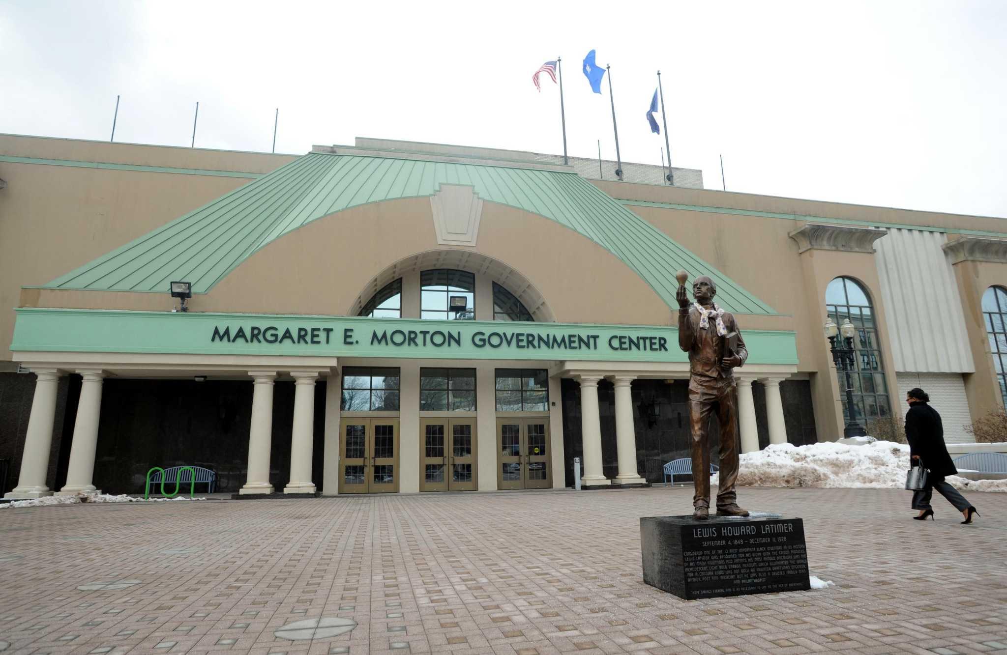 Critics don t move statue of black inventor connecticut for Swanson s fish market